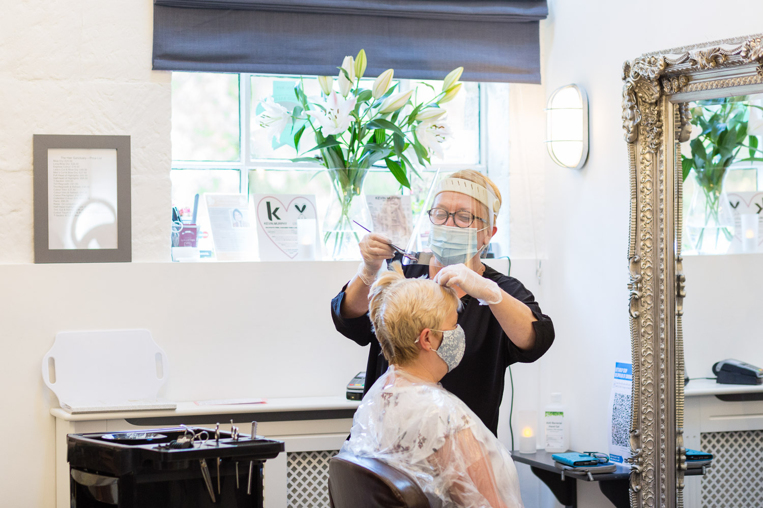 Are Trichologists hairdressers? What are the differences between a hairdresser and a trichologist?